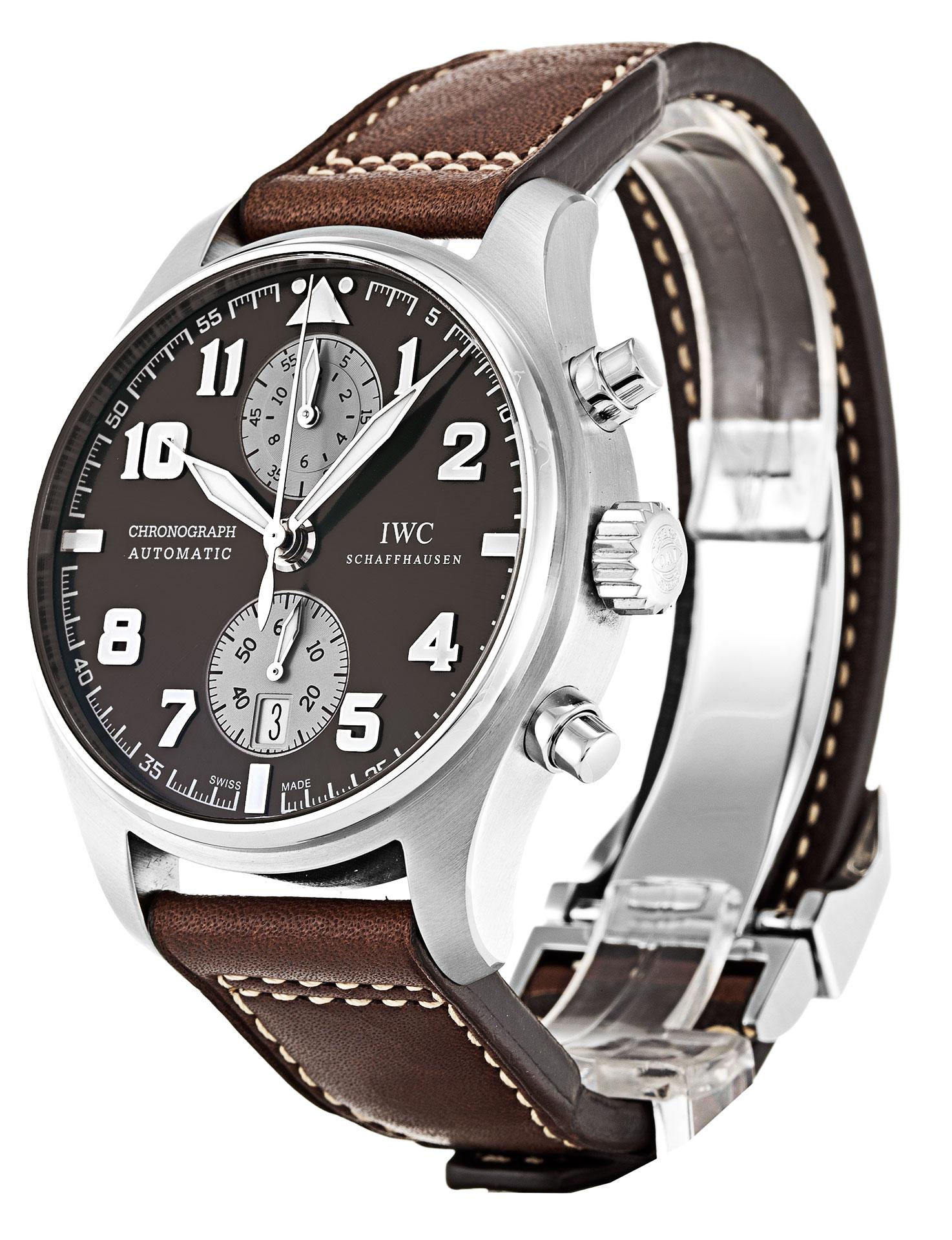 85978895191 Je založen na populárních hodinkách Chronograph IWC Pilots. Rozměry skříní  jsou stejné